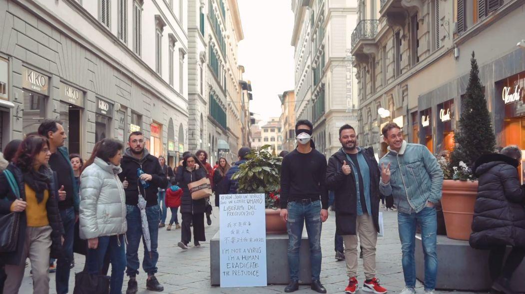 我不是病毒!华人小哥意大利街头求拥抱